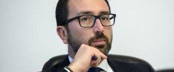 https://www.tp24.it/immagini_articoli/06-05-2020/1588768323-0-bonafede-che-confusione-adesso-vuole-dentro-i-boss-nbsp.jpg