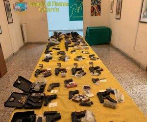 https://www.tp24.it/immagini_articoli/14-02-2020/1581661318-0-sicilia-linferno-sabbia-scoperto-arsenale-nascosto-spiaggia.jpg