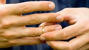 https://www.tp24.it/immagini_articoli/14-04-2019/1555226172-0-matrimonio-rissa-sposo-schiaffeggia-lamica-moglie.jpg