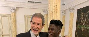 https://www.tp24.it/immagini_articoli/15-02-2020/1581789012-0-musumeci-incontra-ragazzo-senegalese-aggredito-palermo.jpg