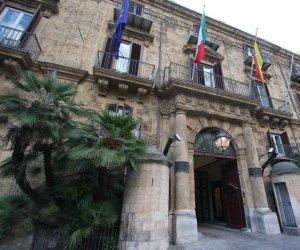 https://www.tp24.it/immagini_articoli/16-09-2020/1600224850-0-sicilia-ai-dirigenti-della-regione-nbsp-7-5-milioni-di-premi-per-cosa-non-si-sa.jpg