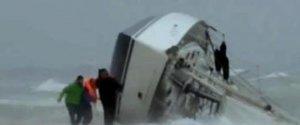 https://www.tp24.it/immagini_articoli/22-04-2019/1555958699-0-maltempo-turista-francese-muore-naufragio-davanti-moglie.jpg